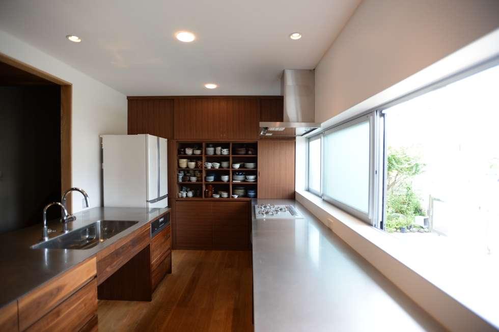F邸 キッチン改修: SHUSAKU MATSUDA & ASSOCIATES, ARCHITECTSが手掛けたキッチンです。