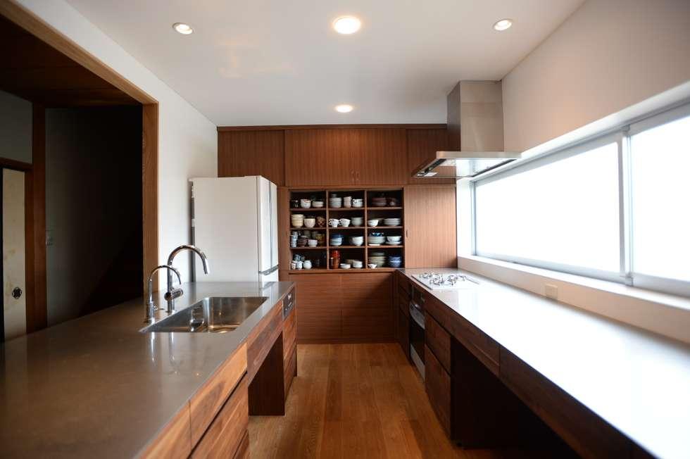modern Kitchen by SHUSAKU MATSUDA & ASSOCIATES, ARCHITECTS