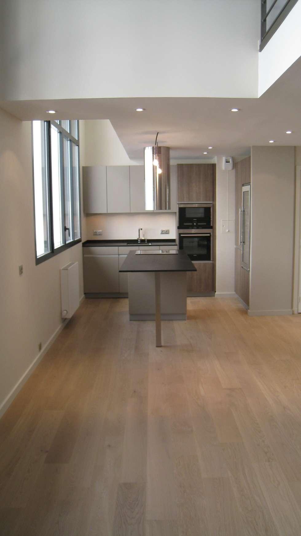 Cuisine en loft paris 16 eme: Couloir et hall d'entrée de style  par Philippe Ponceblanc Architecte d'intérieur