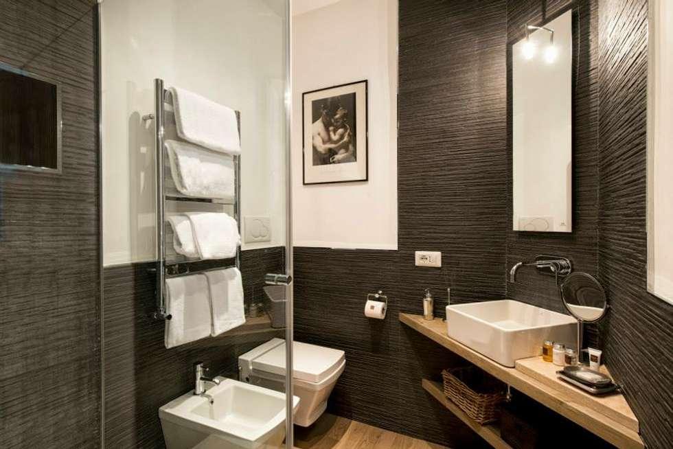VOLTURNO: Bagno in stile in stile Moderno di MOB ARCHITECTS