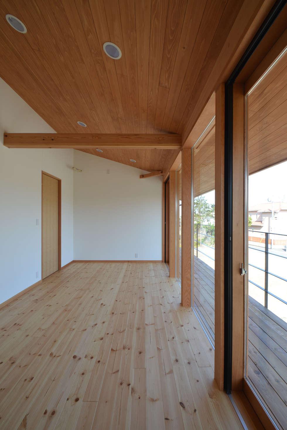 子供室: TEKTON | テクトン建築設計事務所が手掛けた子供部屋です。