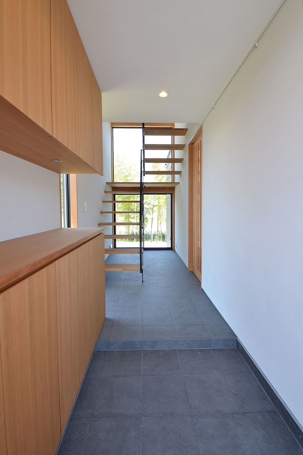 玄関: TEKTON | テクトン建築設計事務所が手掛けた廊下 & 玄関です。