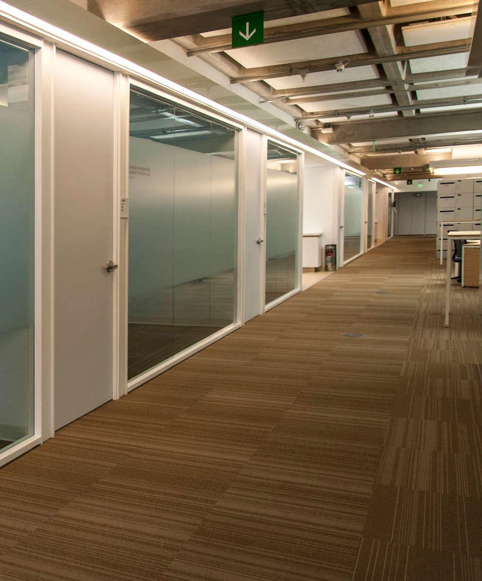 Corporativo Siemens: Estudios y oficinas de estilo moderno por Serrano Monjaraz Arquitectos