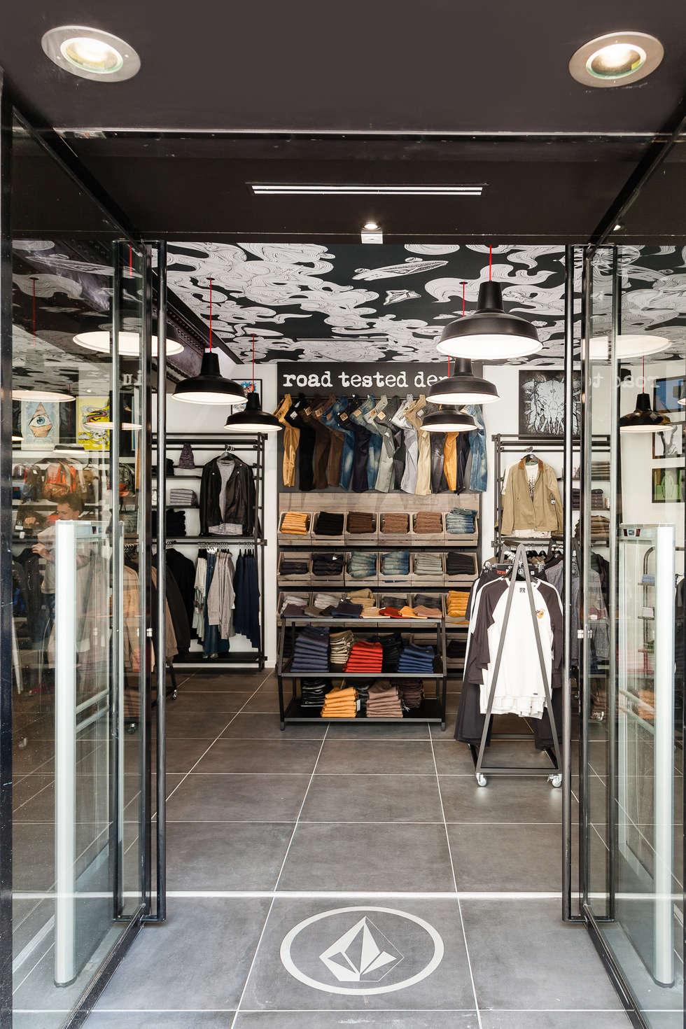 Entrée avec Logo: Locaux commerciaux & Magasins de style  par CADYPSO