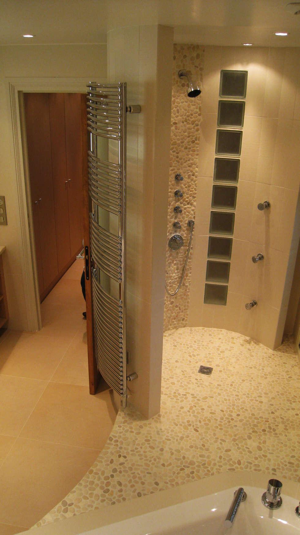Salle de bains : Salon de style  par Philippe Ponceblanc Architecte d'intérieur