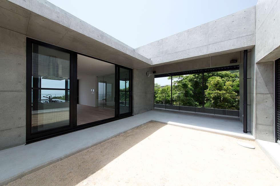 非日常スタジオ付ガレージ住宅: ラブデザインホームズ/LOVE DESIGN HOMESが手掛けた庭です。