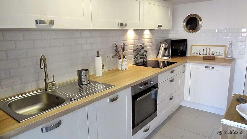 La cuisine: Maisons de style de style Moderne par MJ Intérieurs