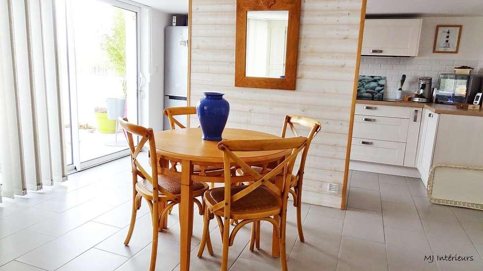 Le côté salle à manger: Maisons de style de style Moderne par MJ Intérieurs