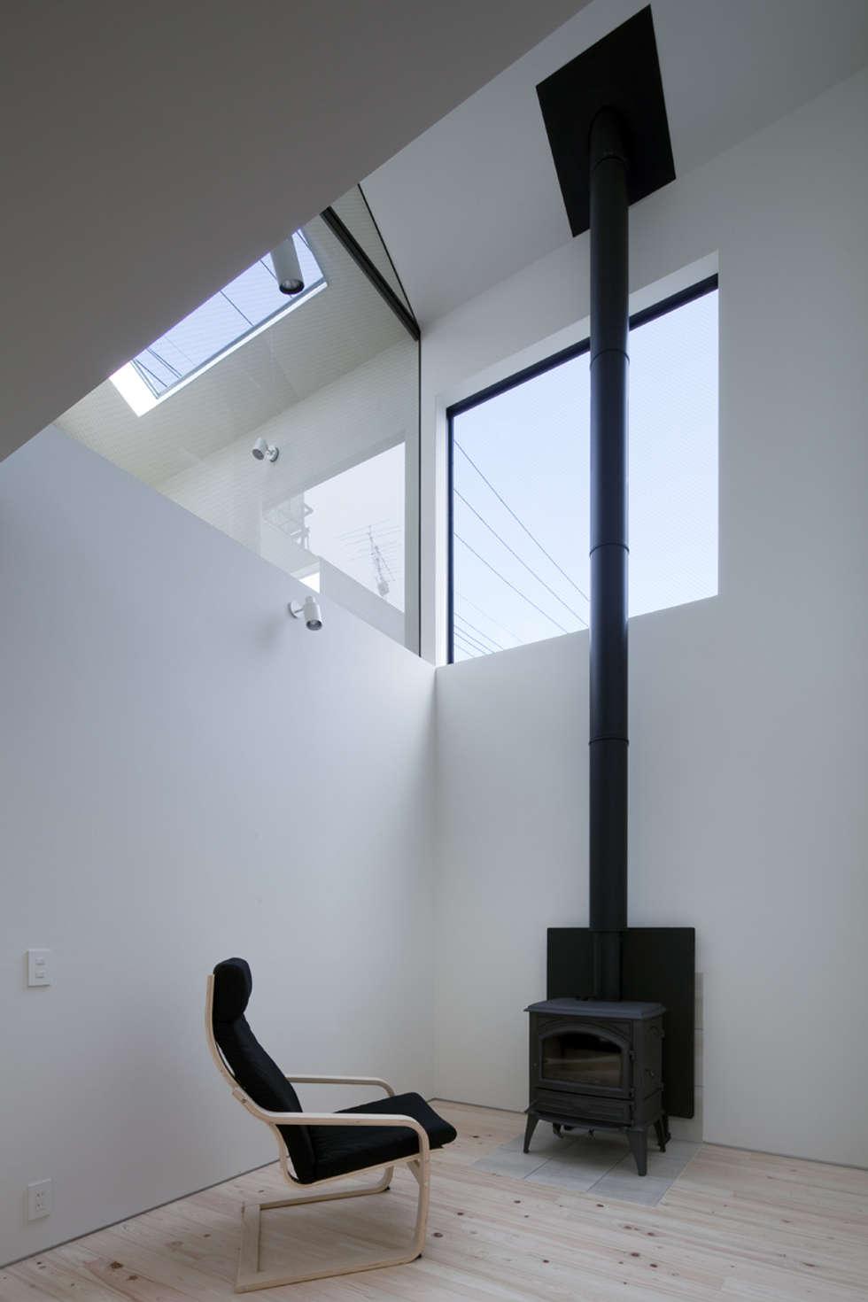 1階: 川添純一郎建築設計事務所が手掛けた病院です。