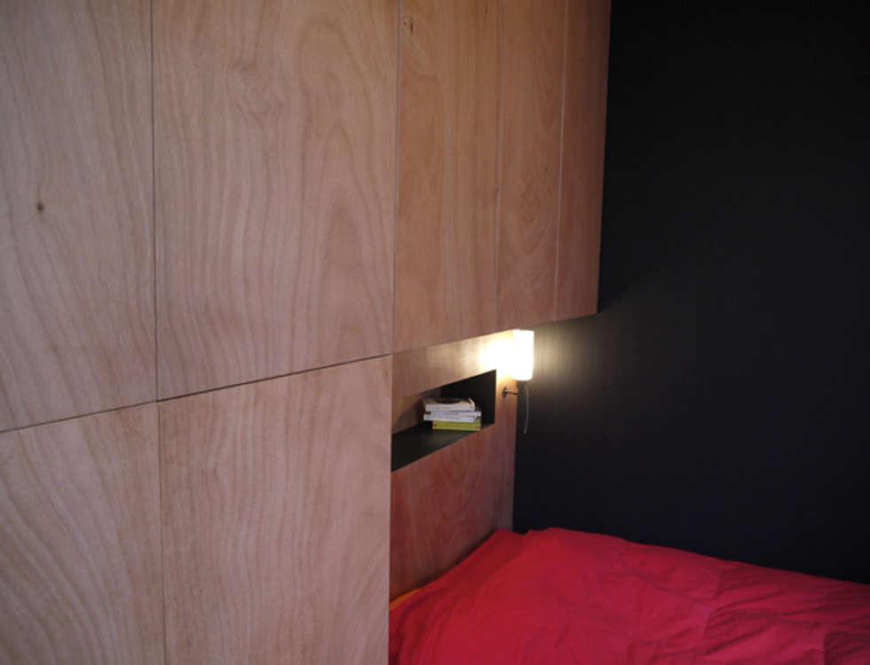 Chambre cabine: Chambre de style de style eclectique par Christophe Lucien