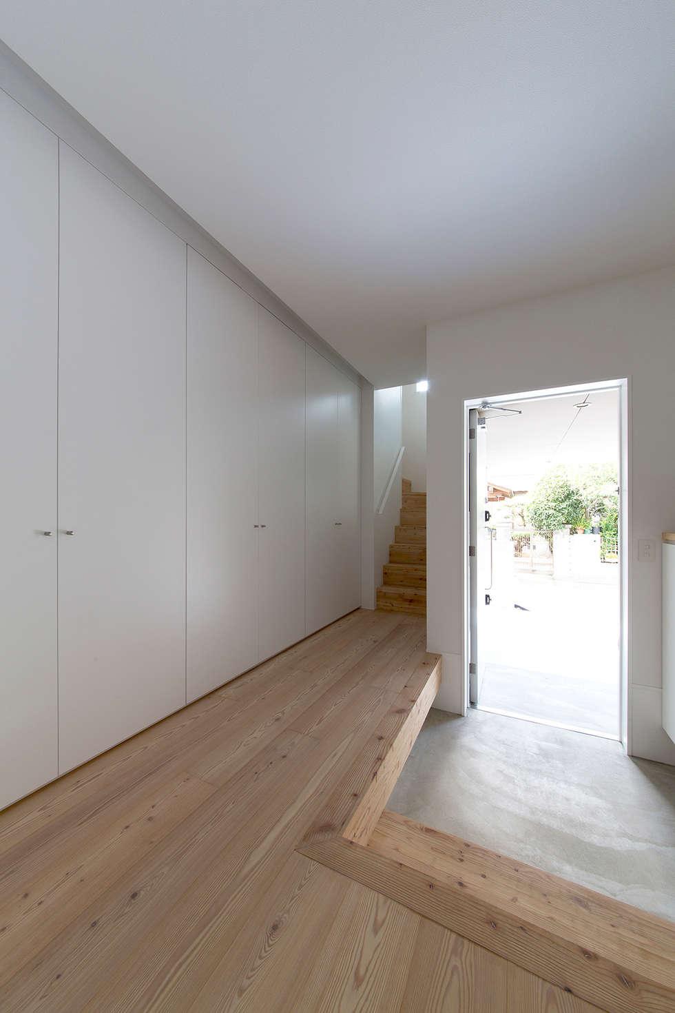 都市型アウトドアハウス: ラブデザインホームズ/LOVE DESIGN HOMESが手掛けた廊下 & 玄関です。