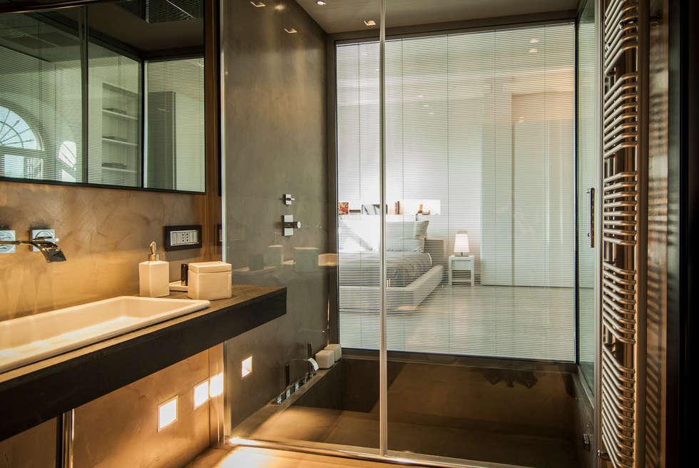 vetrate luxaclair: Case in stile in stile Moderno di FSD Studio