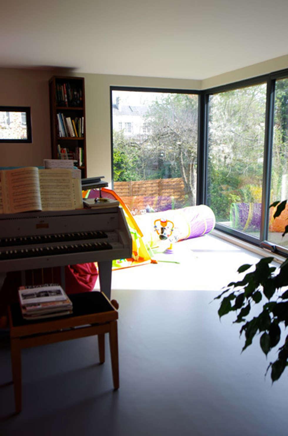 Le salon de musique: Maisons de style de style Moderne par Atelier d'Architecture Marc Lafagne,  architecte dplg