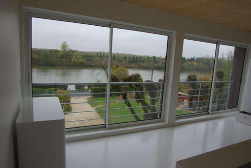 La chambre des parents: Maisons de style de style Moderne par Atelier d'Architecture Marc Lafagne,  architecte dplg