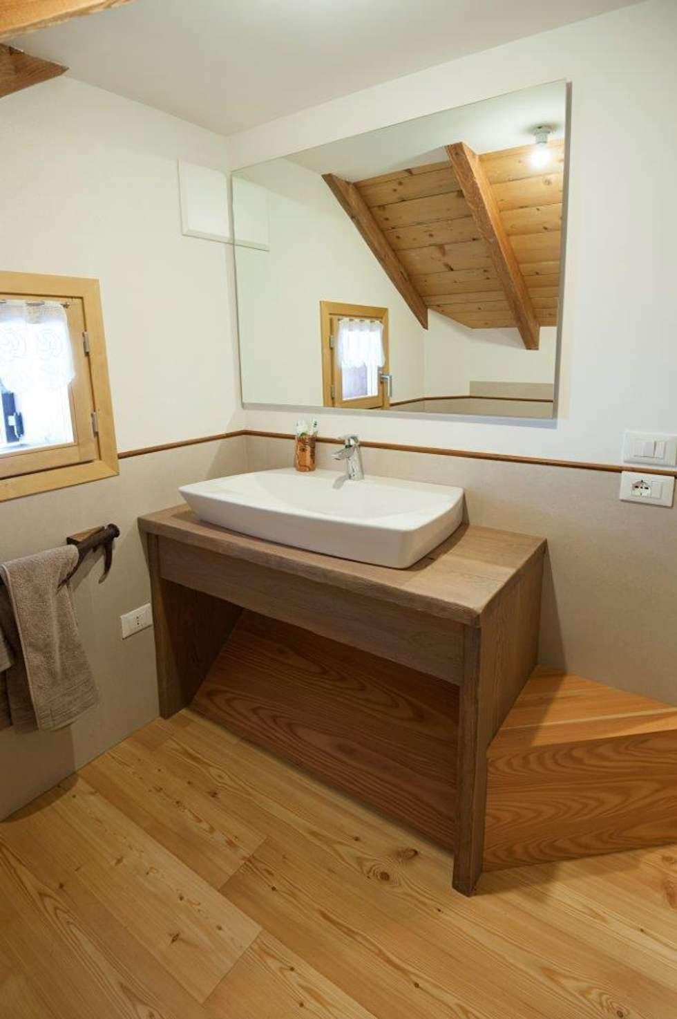 Bagno: Case in stile in stile Rustico di Parchettificio Garbelotto Srl -  Master Floor Srl
