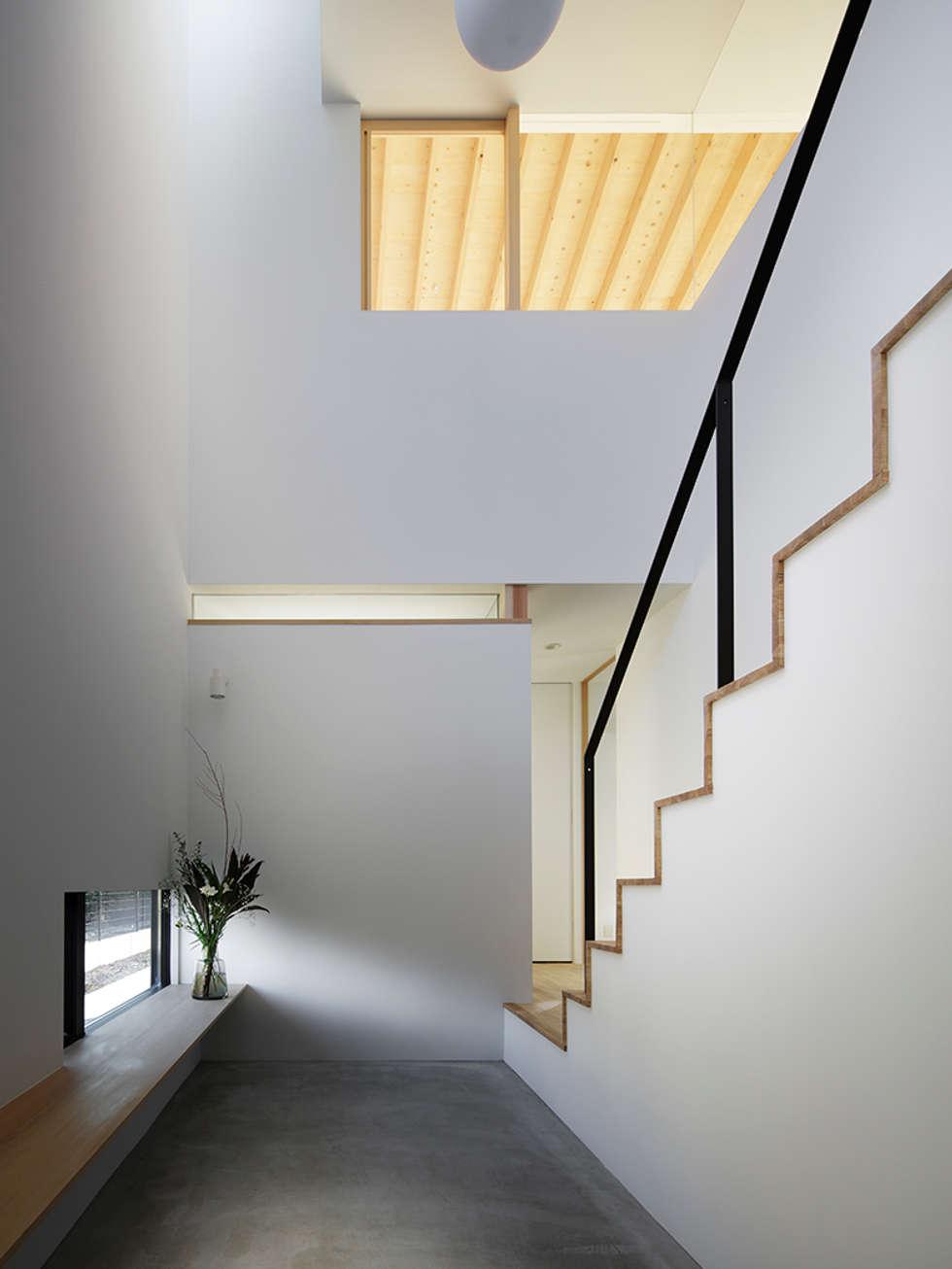 ホール: 内田雄介設計室 が手掛けた家です。