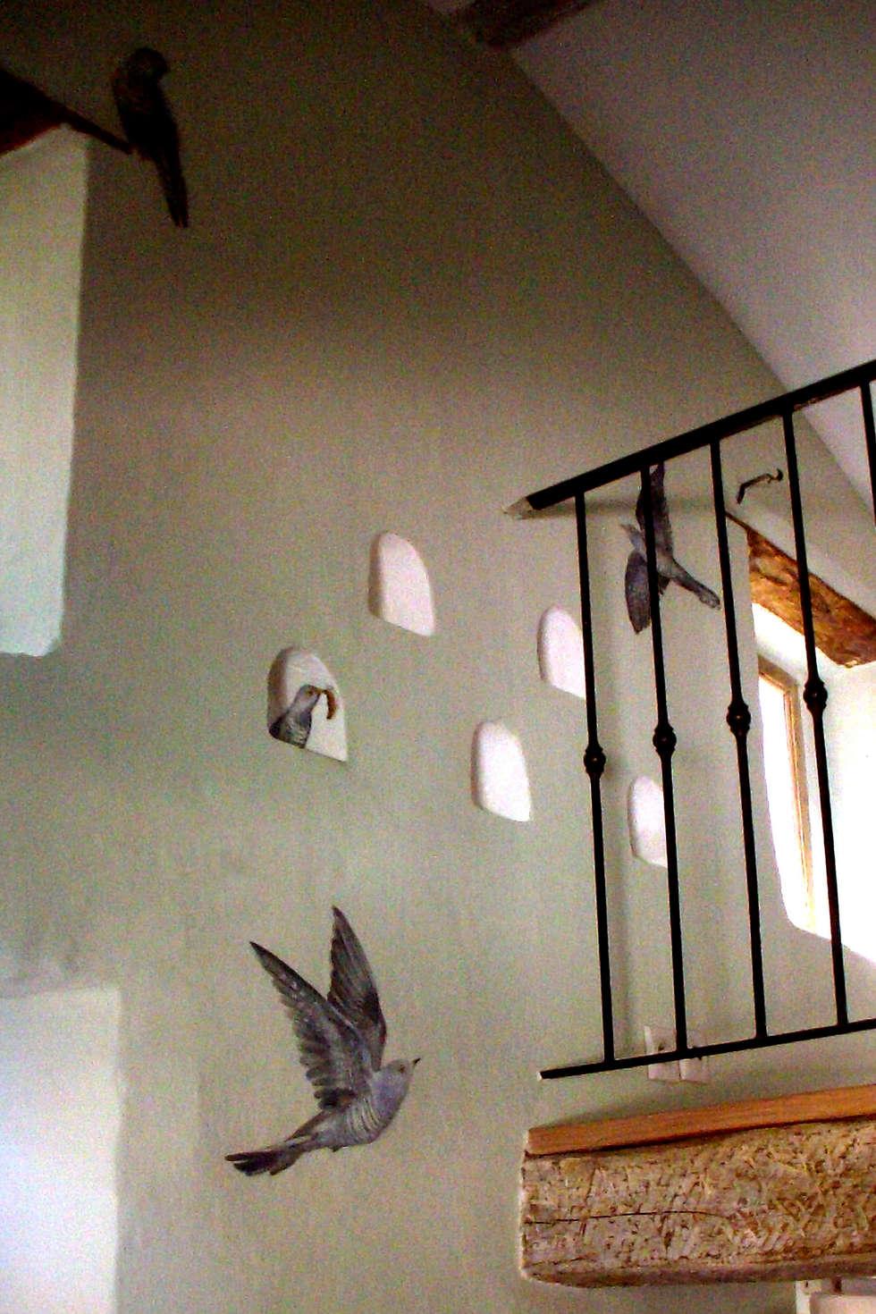 Les coucous volent: Chambre de style de style eclectique par Zuritagordian