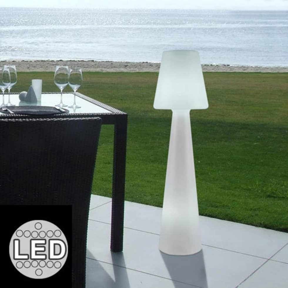 Id es de design d 39 int rieur et photos de r novation homify for Lampadaire exterieur terrasse