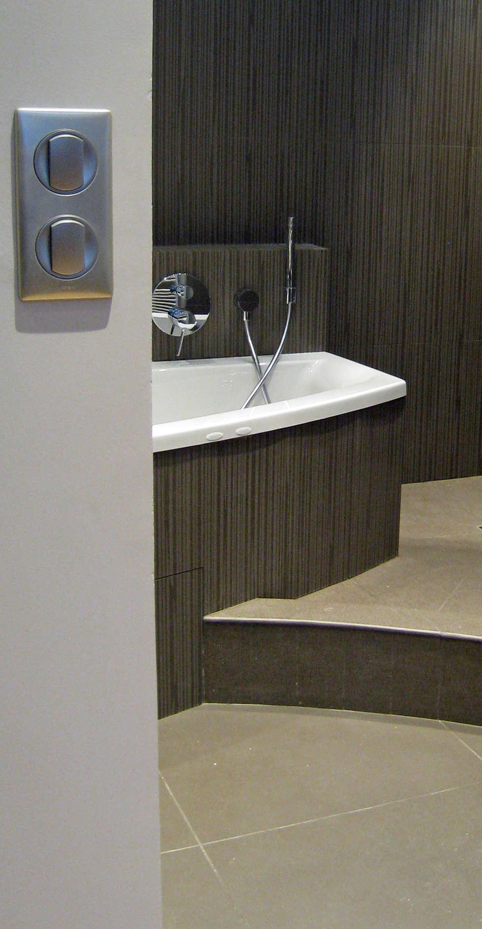 Salle de bains en suite parentale: Salle de bains de style  par Philippe Ponceblanc Architecte d'intérieur