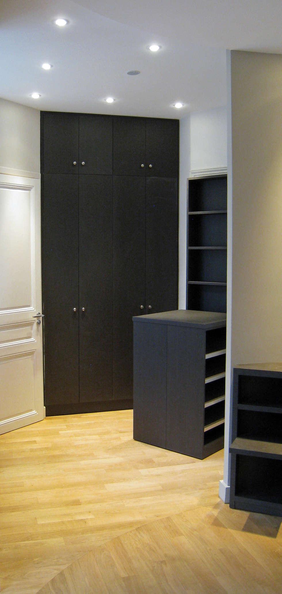 Dressing en chambre parentale: Salon de style de style Moderne par Philippe Ponceblanc Architecte d'intérieur