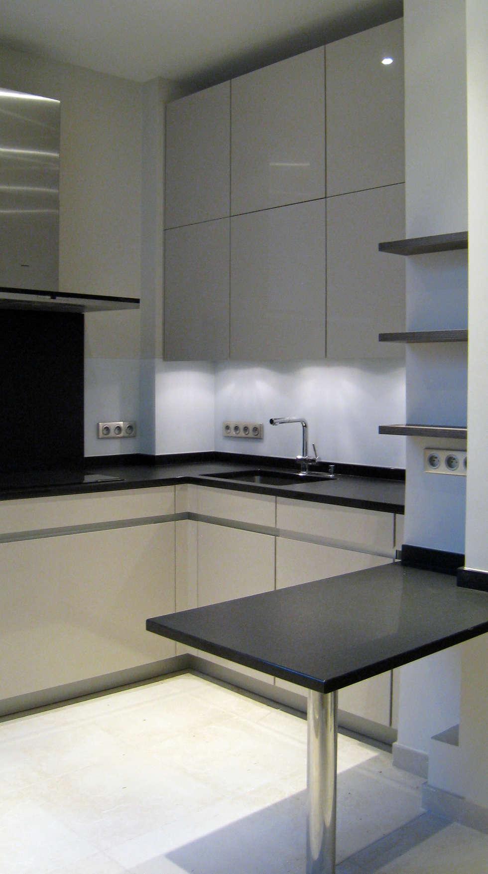 La cuisine : Salon de style de style Moderne par Philippe Ponceblanc Architecte d'intérieur