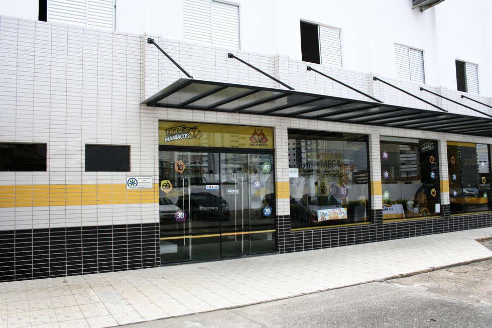 Fachada principal, loja: Fitness  por Douglas Piccolo Arquitetura e Planejamento Visual LTDA.