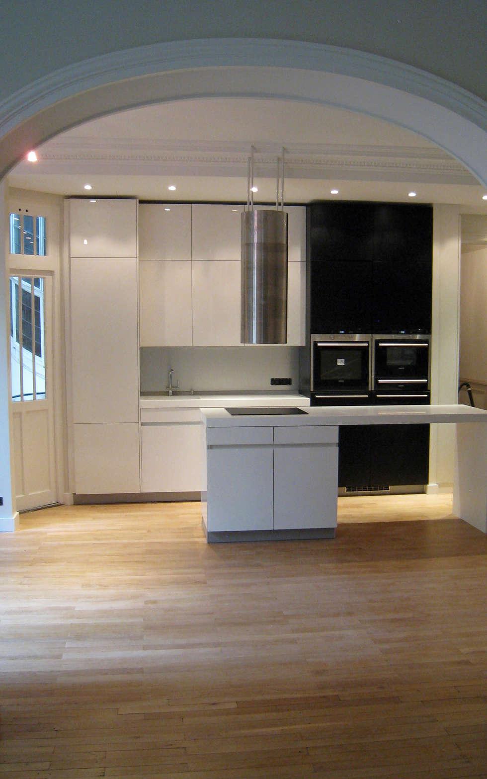 Entre le Salon et la cuisine salle à manger: Cuisine de style de style Minimaliste par Philippe Ponceblanc Architecte d'intérieur
