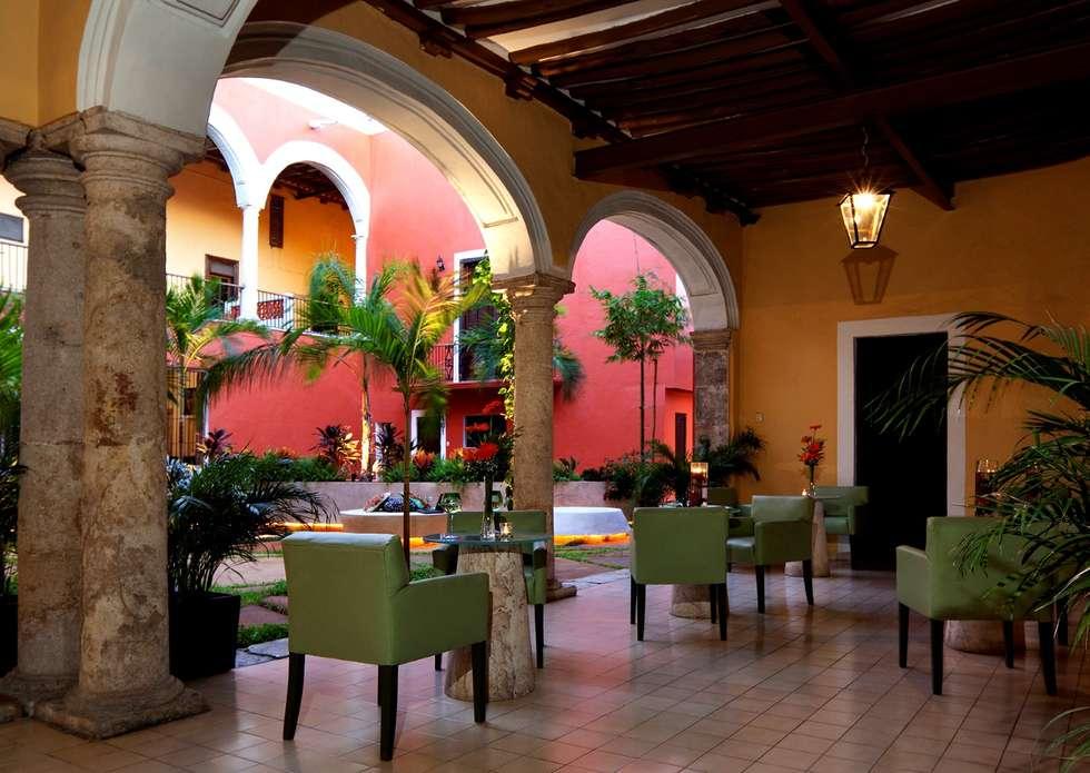 Terraza de Cafetería: Hoteles de estilo  por Taller Estilo Arquitectura