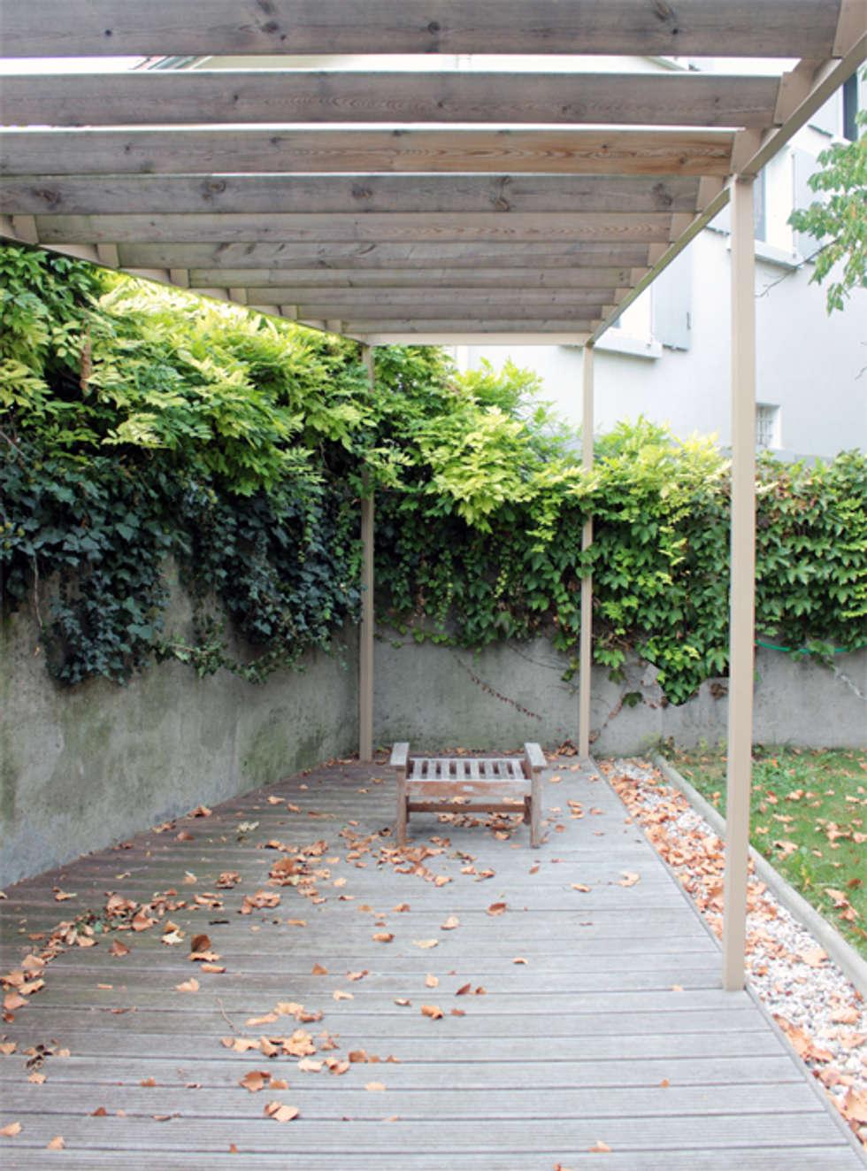 Maison - Grenoble: Maisons de style de style eclectique par ISIT ARCHITECTURE