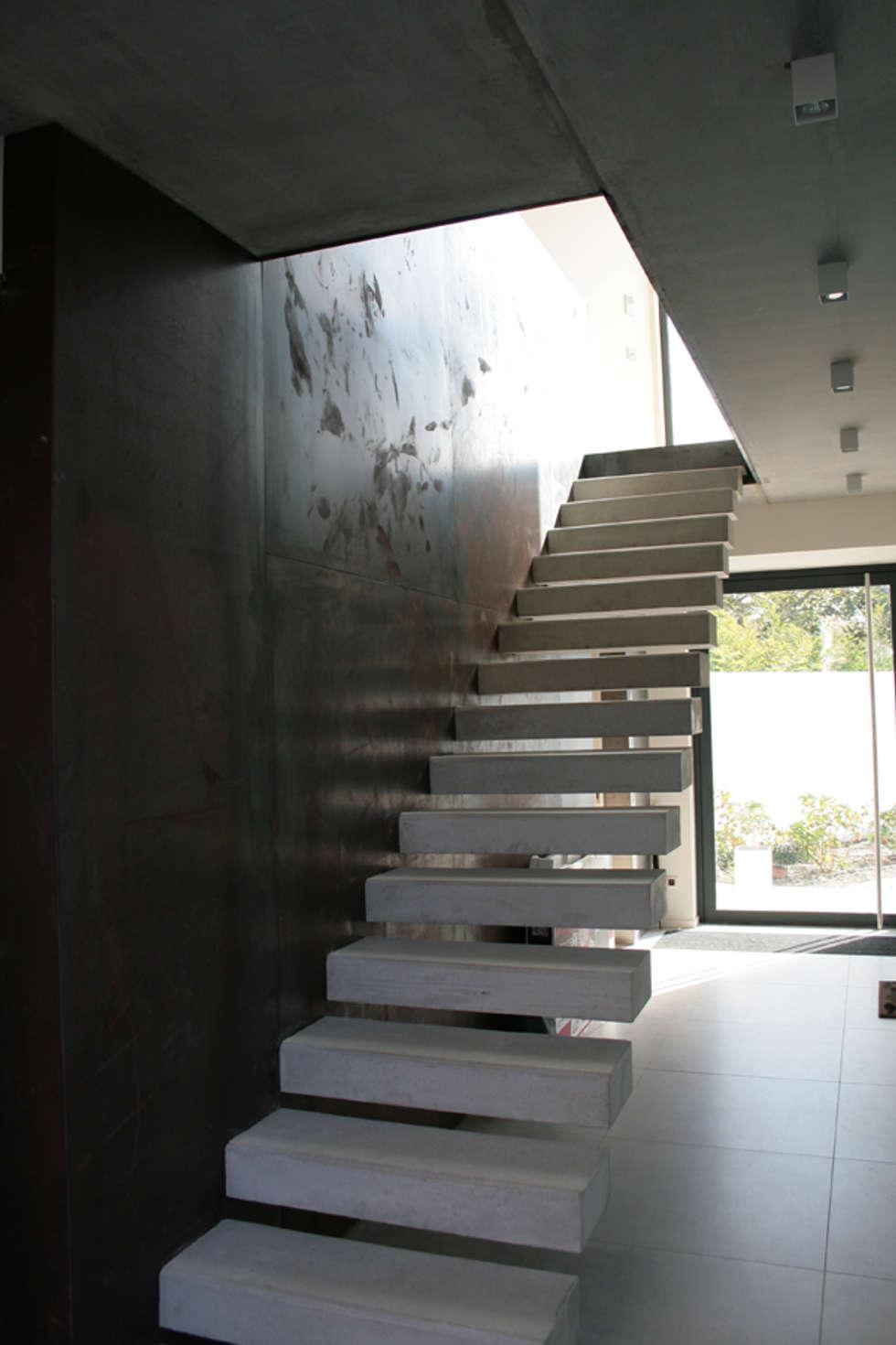 Maison - Biarritz: Salon de style de style eclectique par ISIT ARCHITECTURE