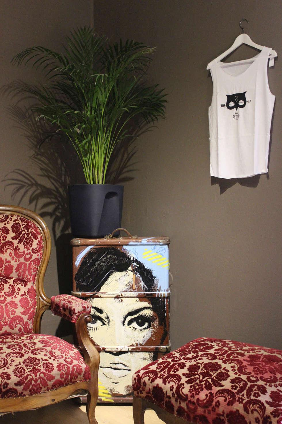Exposition éphémères - Appartement privé: Cave à vin de style de style eclectique par ISIT ARCHITECTURE