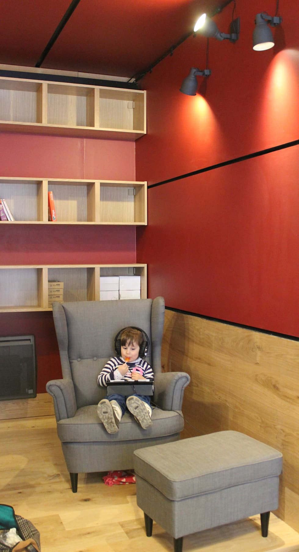 Cowork in Grenoble - Espace Coworking: Bureau de style de style eclectique par ISIT ARCHITECTURE