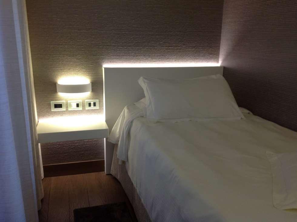 La testata: Hotel in stile  di Difinoarchitetti