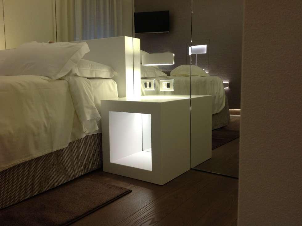 Il comodino: Hotel in stile  di Difinoarchitetti