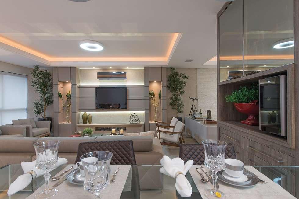 Lar para reunir a família.: Casas modernas por Actual Design