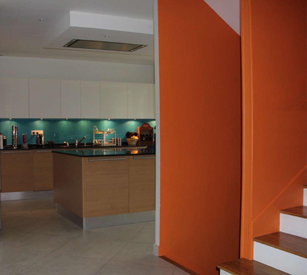 Cuisine ouverte: Maisons de style de style Moderne par Architectures²