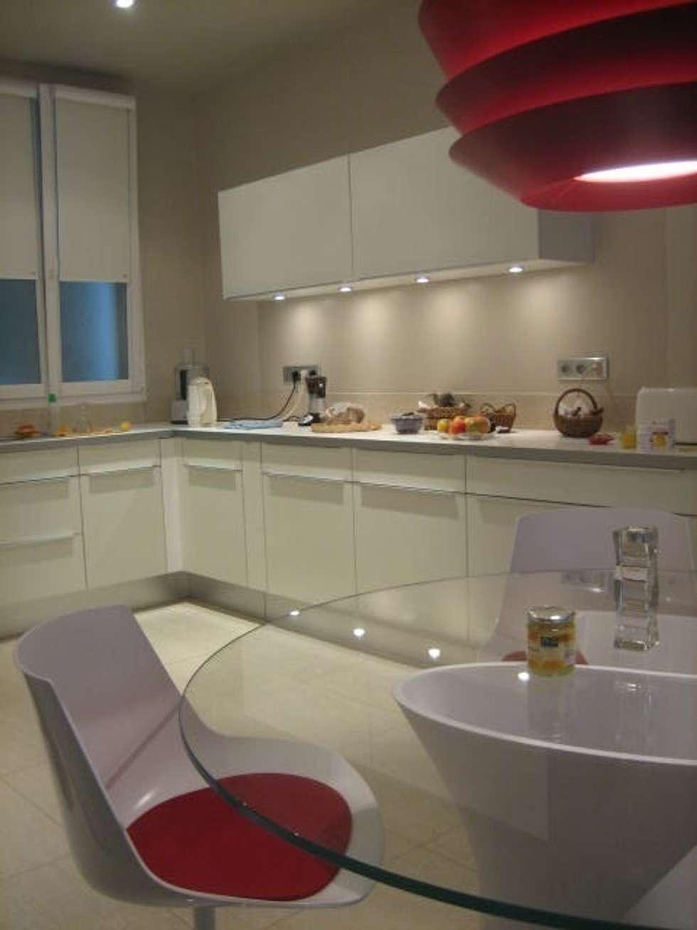 Rénovation partielle d'un appartement haussmanien: Cuisine de style de style Moderne par Architectures²
