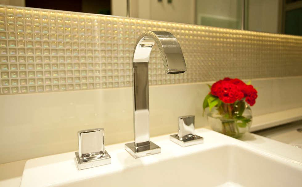 Banho Casal : Salas de estar modernas por Leles Arquitetura e Iluminação
