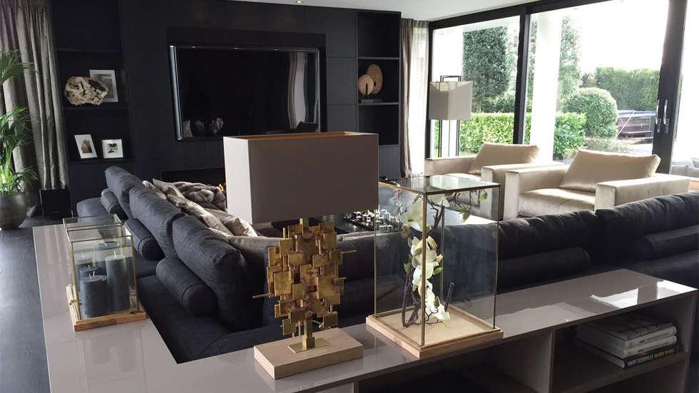 het is goud dat blinkt!: eclectische Woonkamer door choc studio interieur
