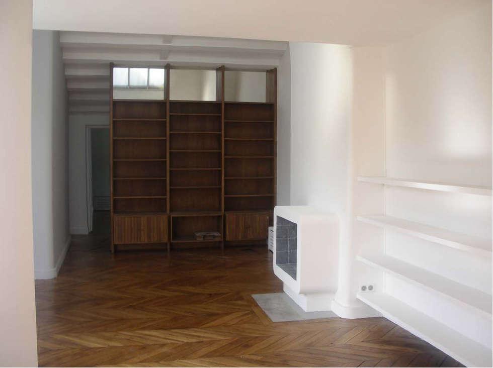 espace salle a manger/cheminée et bibliothèque vintage: Salle à manger de style de style Minimaliste par Laure van Gaver