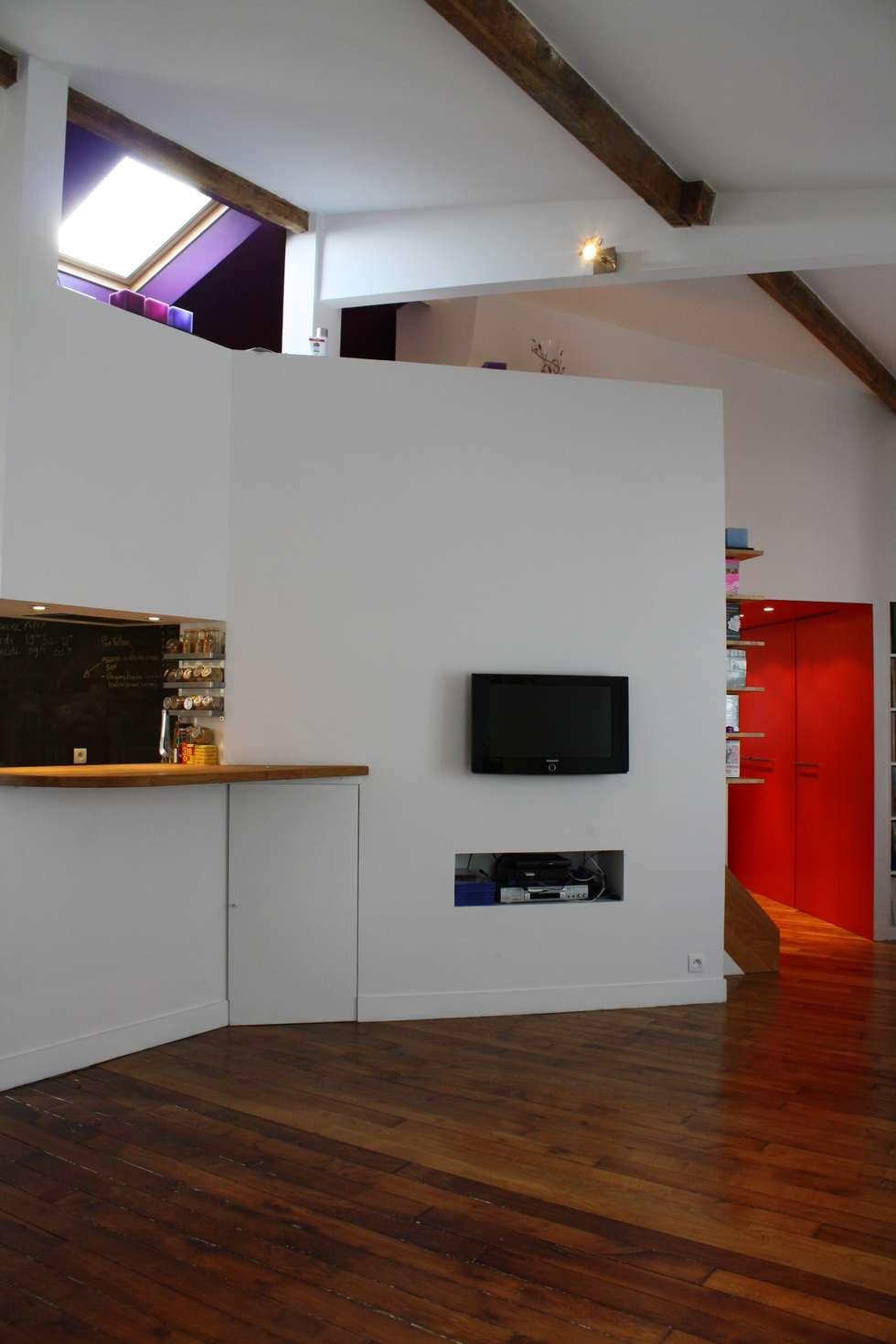 Vue sejour cuisine: Salon de style de style Moderne par Arielle Apelbaum Sela