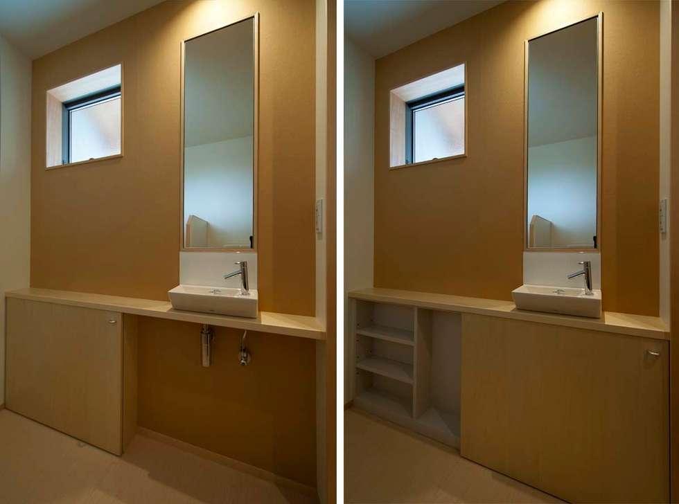 トイレ: 家山真建築研究室 Makoto Ieyama Architect Officeが手掛けた浴室です。