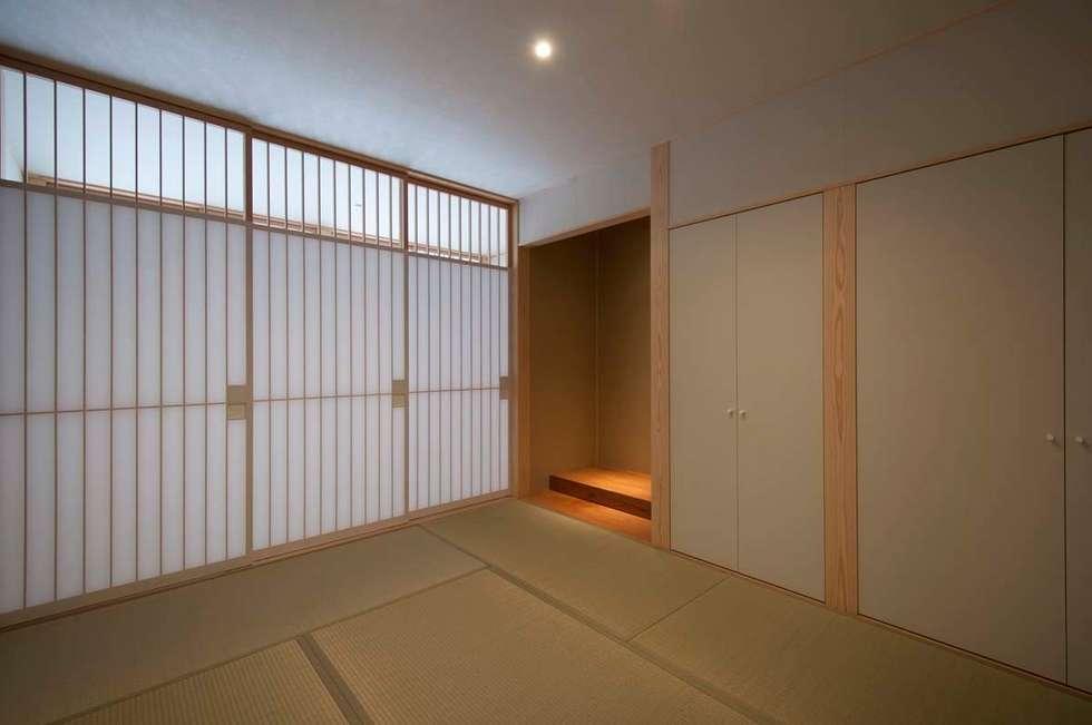 和室: 家山真建築研究室 Makoto Ieyama Architect Officeが手掛けた家です。
