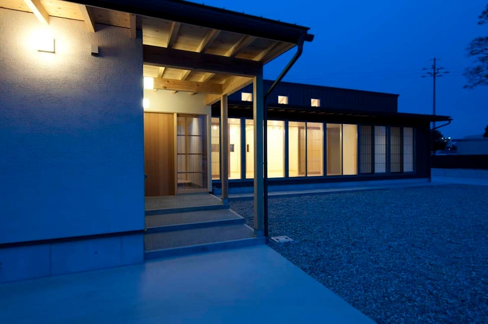 夕景: 家山真建築研究室 Makoto Ieyama Architect Officeが手掛けた家です。