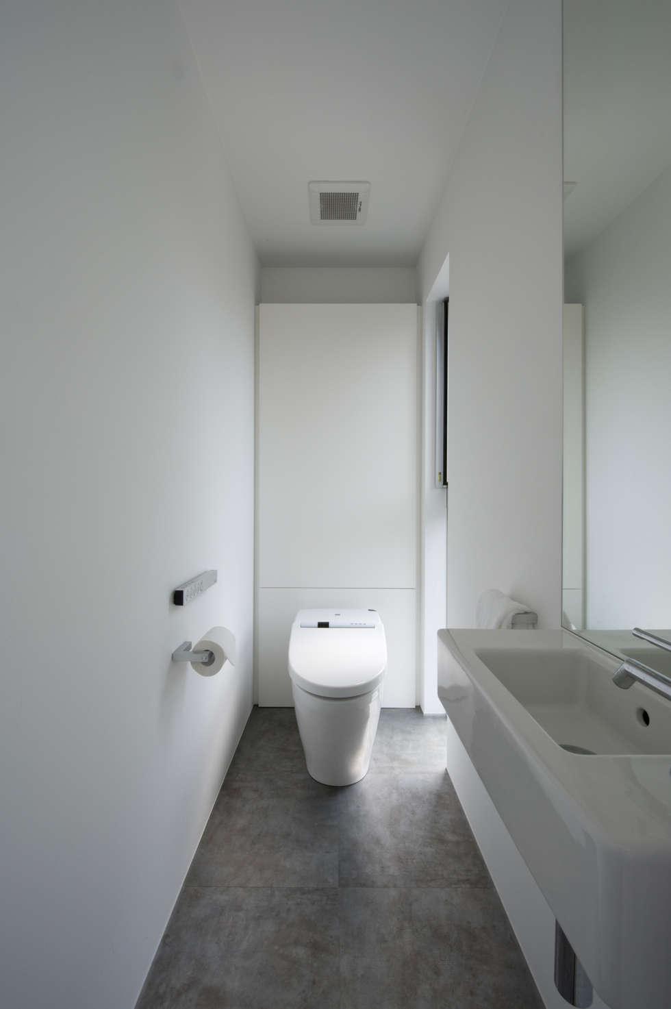 トイレ: 余田正徳/株式会社YODAアーキテクツが手掛けた浴室です。