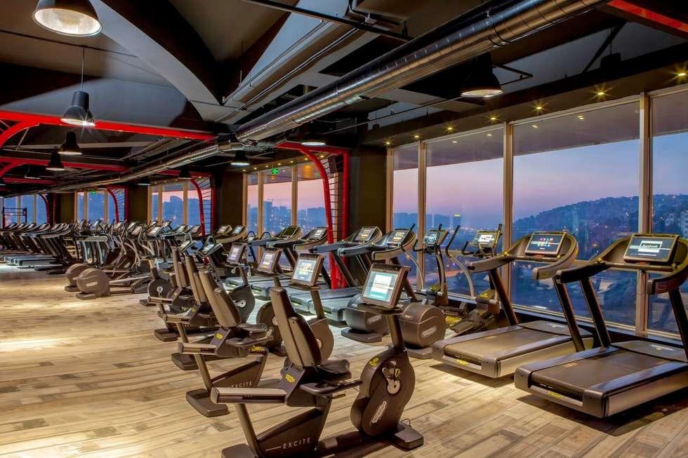 ÖZHAN HAZIRLAR İÇ MİMARLIK – 7/24 Fitness Loca Bahçeşehir: endüstriyel tarz tarz Fitness Odası