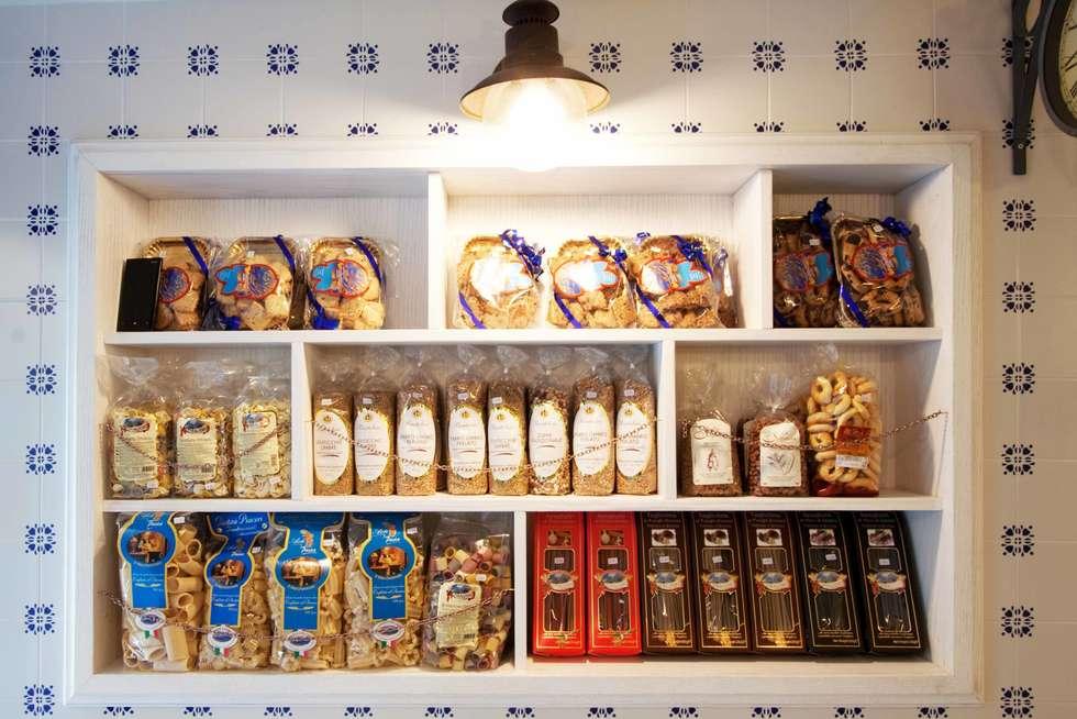 L'arredo: Gastronomia in stile  di Anomia Studio