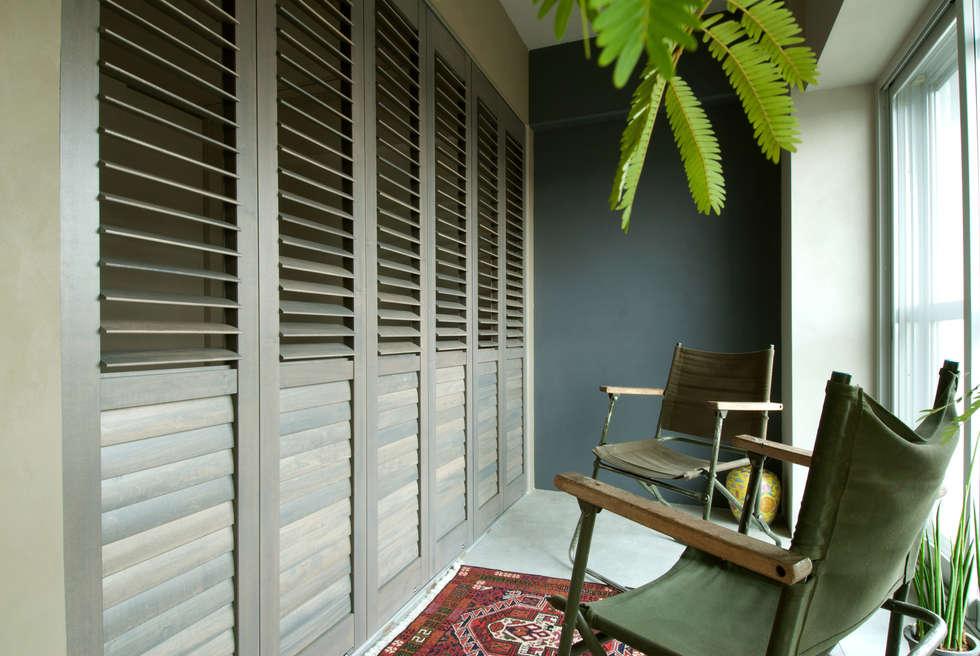 寝室+土間: TATO DESIGN:タトデザイン株式会社が手掛けた寝室です。