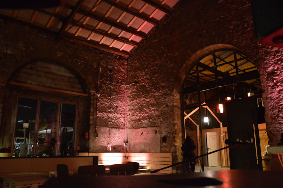 La social house di SAL (Spazio Avanzamento lavori): Centri congressi in stile  di Studio Arkilab - Seby Costanzo