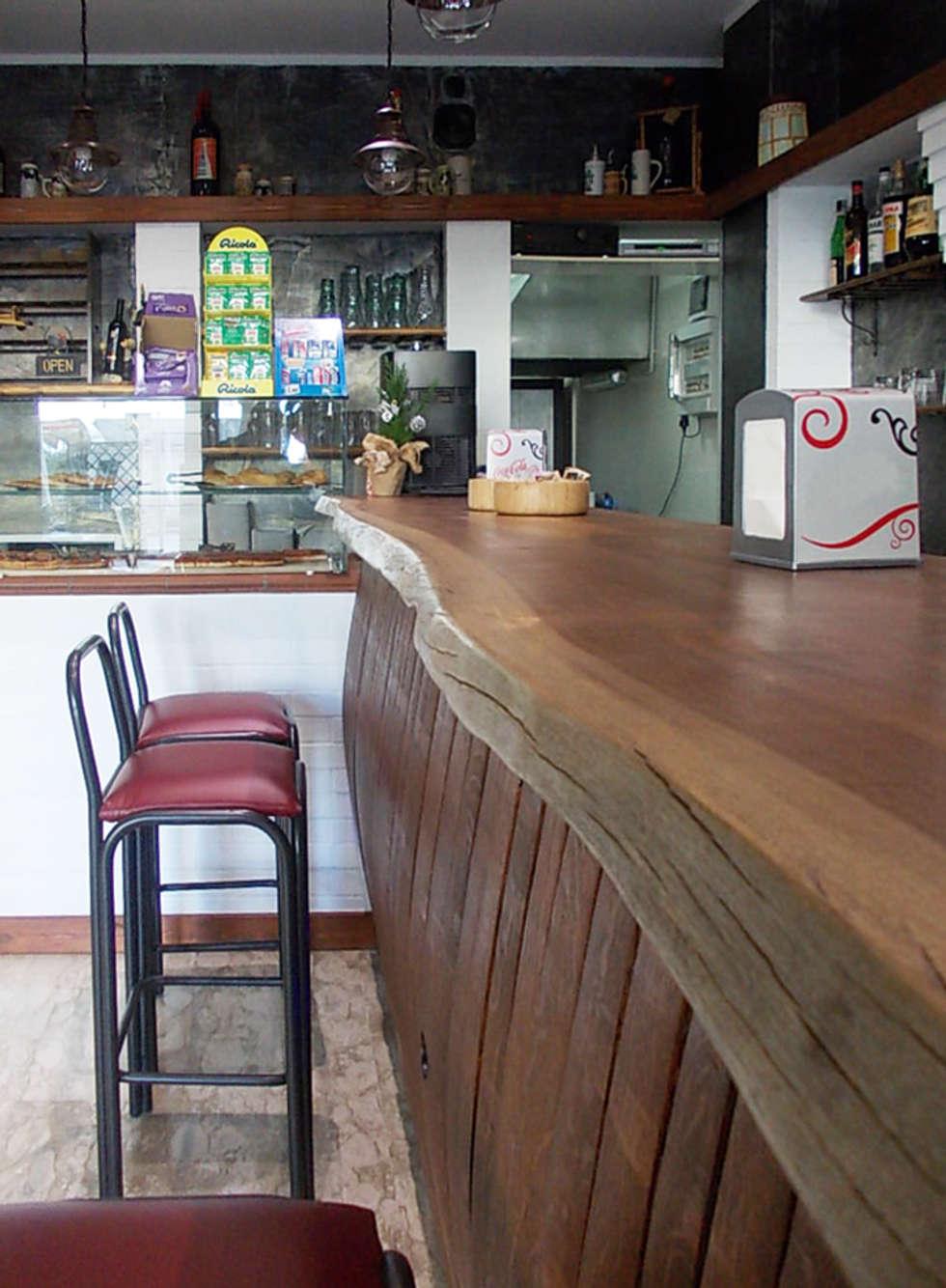 Bancone Bar: Negozi & Locali commerciali in stile  di Studio tecnico associato 'Il Progetto'